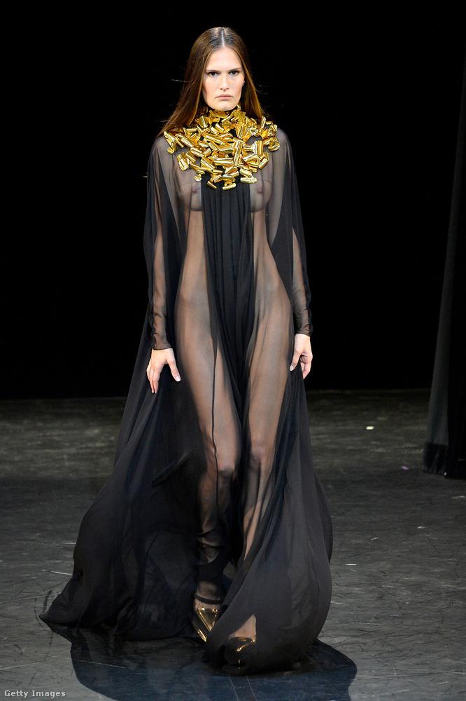 A múlt héten volt az haute couture divathét Párizsban, ahol a sima (pontosabban ready to wear) divathéthez képest a még drágább, még luxuskategóriásabb, még exkluzívabb darabokat mutatják be minden szezonban