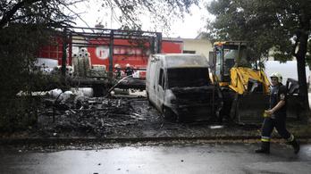 Egy munkagép, egy mikrobusz, egy teherautó és egy lakókocsi égett a XI. kerületben