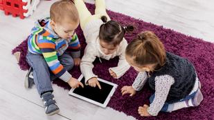 Baj, ha a gyerek társaságban is a telefont nyomkodja?
