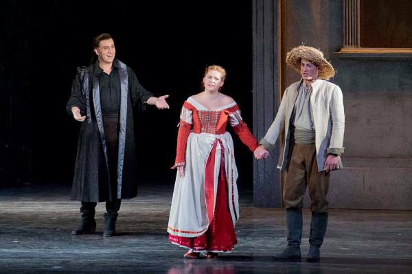 Szemere Zita Erwin Schrott-tal és Sándor Csabával Zerlinaként a Don Giovanniban