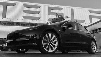 Vajon kié lett az első legyártott Tesla Model 3?