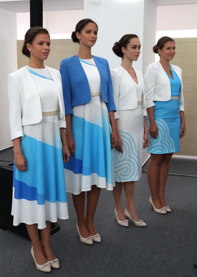 Nem irodista ruha bemutató, ezt kapják a FINA hostessei.