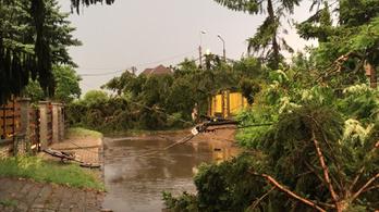 157 km/h-s széllel vonult át a vihar a Balatonon, Budapest felé tart