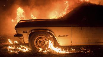 Negyedik napja lángol Kalifornia, tízezer embert kellett kimenekíteni