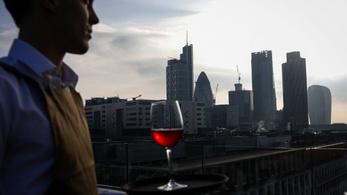 A Nagy-Britanniában dolgozó magyarok fele pincér, pultos vagy recepciós