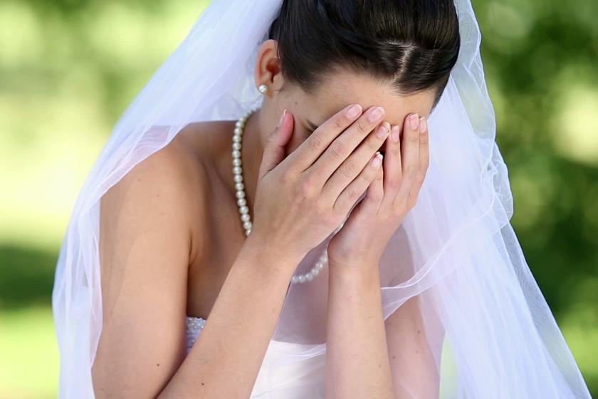 Az esküvőre beviharzott a vőlegény szeretője - Videón láthatod, mit művelt