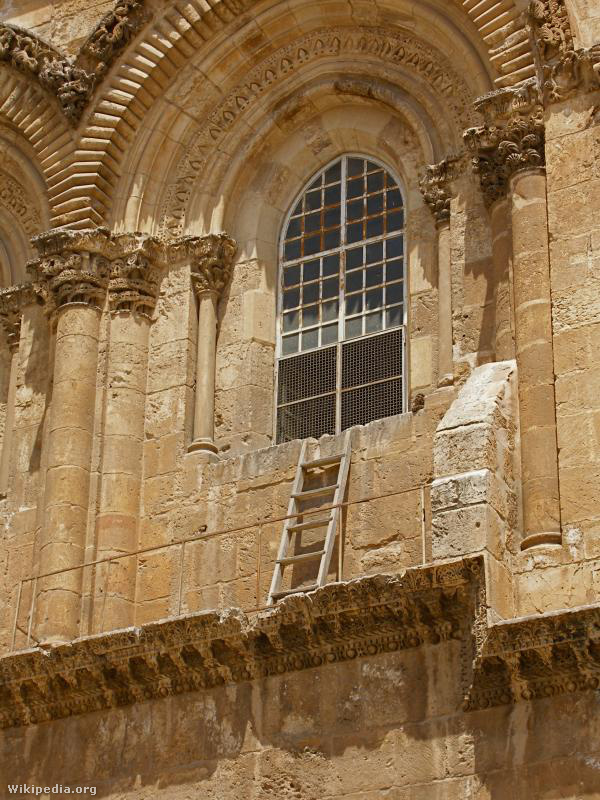 Immovable ladder on ledge over entrance to Church of the Holy Se