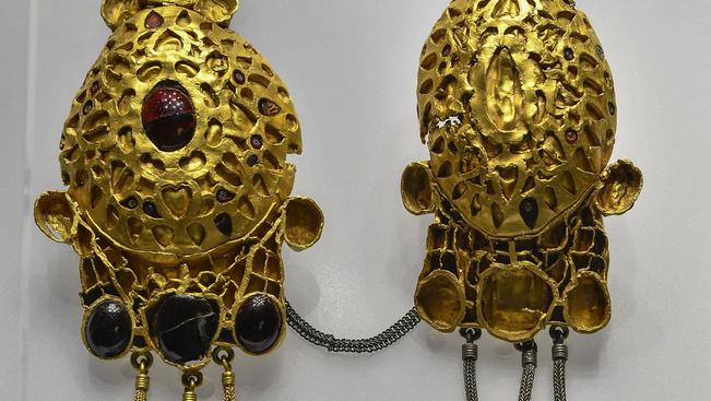 Romániából érkezett ősi arany- és ezüstkincseket csodálhat Debrecenben
