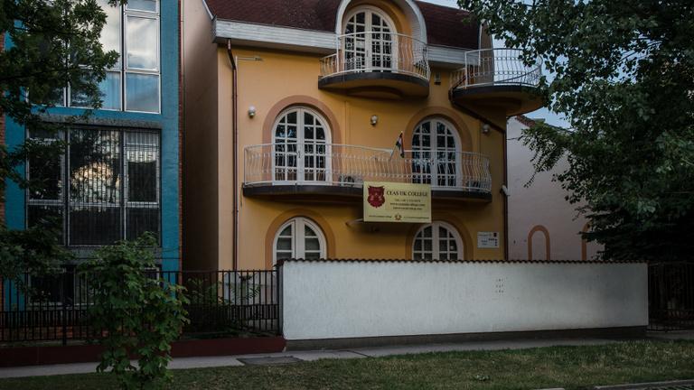 Találtunk egy igazi magyar kamuegyetemet Budapesten