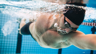 8 egészségügyi érv az úszás mellett