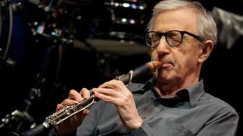 Félmeztelen nők zavarták meg Woody Allen jazzkoncertjét