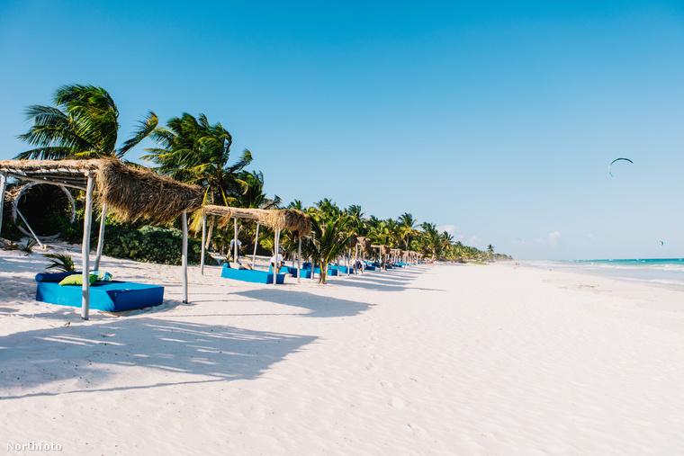 Ja, és saját strandja is van a helynek, ha esetleg nem győzték volna meg az eddigi képek, hogy Escobar mennyire tudott élni.Na, viszlát!