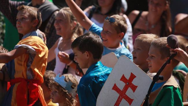 Mesés játékokra várják a gyerekeket szombaton Hollókőn