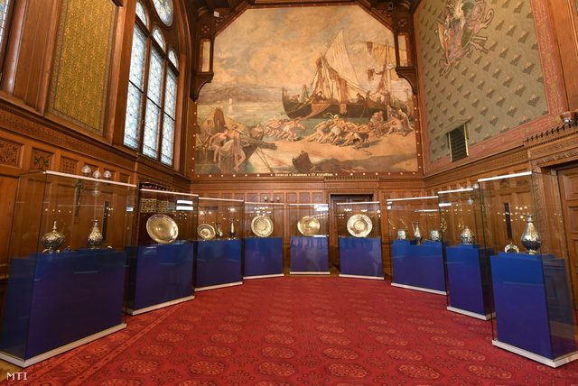 Az Országház Vadásztermében kiállított darabok
