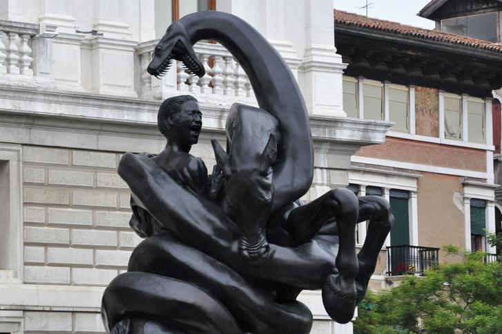 Damien Hirst alkotása Velencében