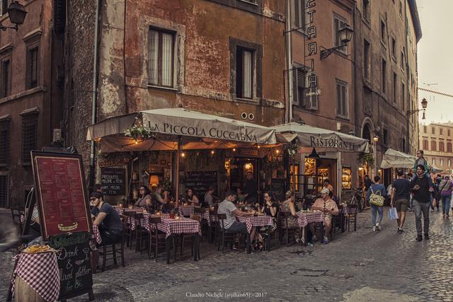 Osteria Rómában: hajnalban már nem italozhatunk a teraszán
