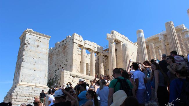 Hőhullámok miatt délben bezár az Akropolisz