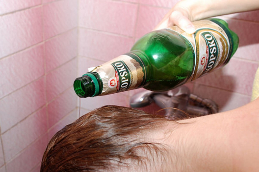 A lány minden egyes nap megmosta a haját sörrel, és lefotózta a hatását.