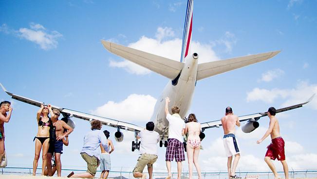 Turistát ölt a repülőgép örvénye St. Maarten hírhedt repülőterén
