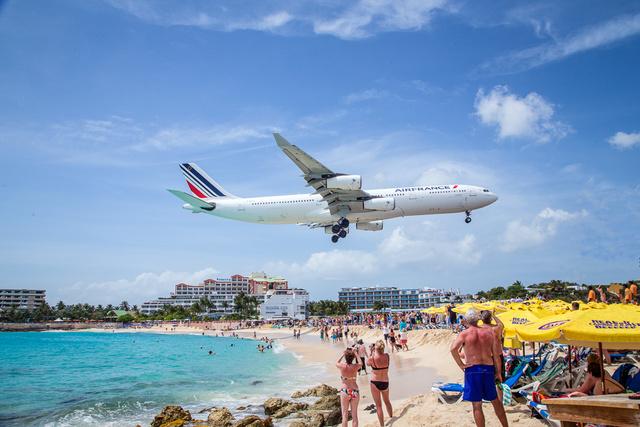 A strand mindig dugig van turistákkal, akik nem akarnak hazamenni a szigetről egy ehhez hasonló kép nélkül