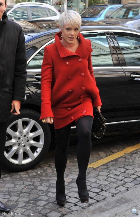 Pink már tavaly is ilyenben járt, ez a fotó 2009. márciusában készült róla