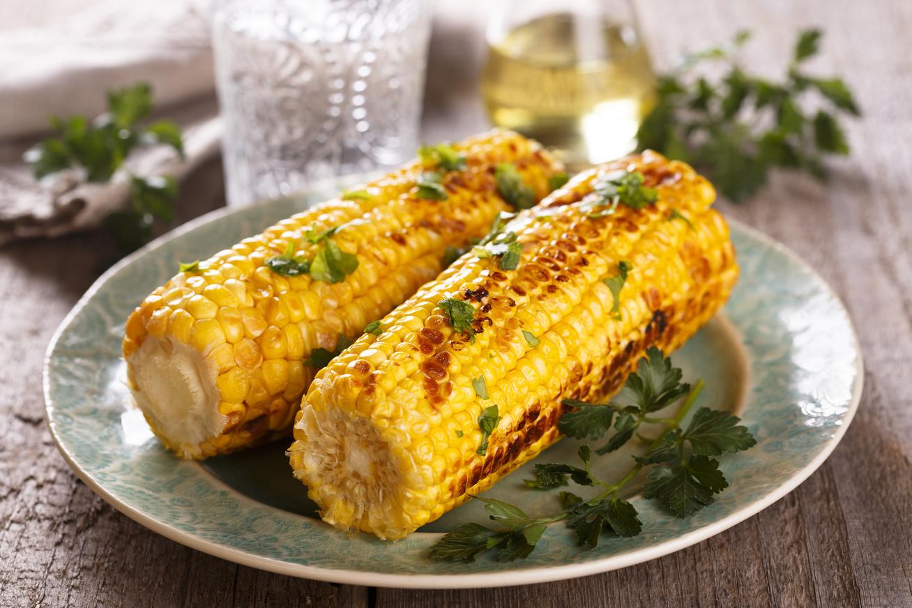 Csöves kukorica főzve, sütve és grillezve: a legjobb praktikák