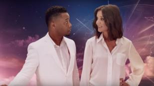 A tudatmódosítás új formája Katie Holmes repülésbiztonsági videója