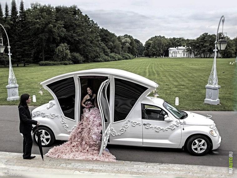 A gigamellű menyasszony óta imádjuk az orosz esküvői giccset, és most íme egy másik csodálatos példa: a Pipőlimuzin
