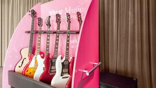 A hotel, ahol gitárokat hoz a szobaszerviz