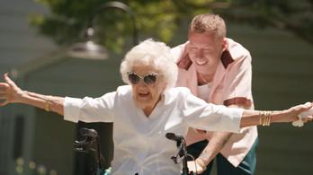 Macklemore 100 éves nagyija minden buliban benne van