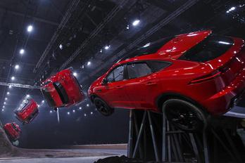 Világbajnok halálugrással indít az új Jaguar