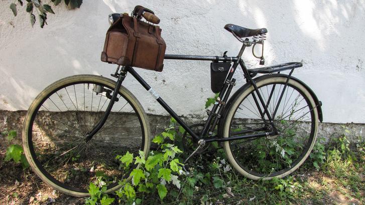 A bringa, amit valószínűleg elcserélnének egy Cadillac-re, de ahogy elnézem a dédelgetett öreg Puch-ot, a gazdája sokkal kevesebbért nem is adná