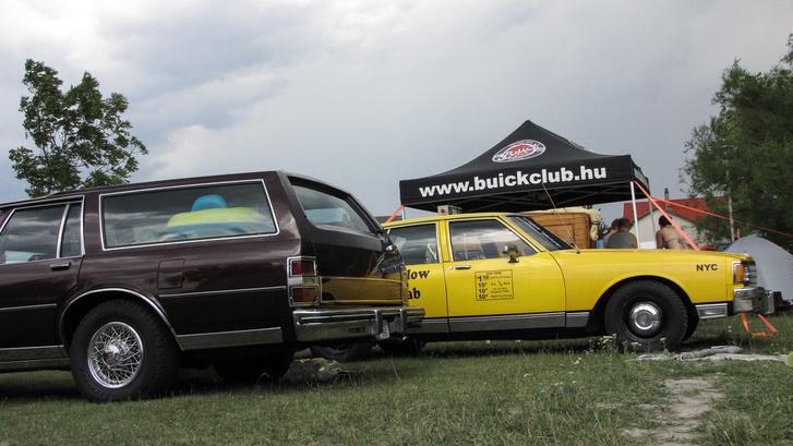 A nyolcvanas évek kocka-tepsijeit is nagyon lehet szeretni. És igen, még egy Hungária szám: Szabad a taxi?