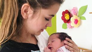 Palvin Barbara egy csecsemővel a kezében