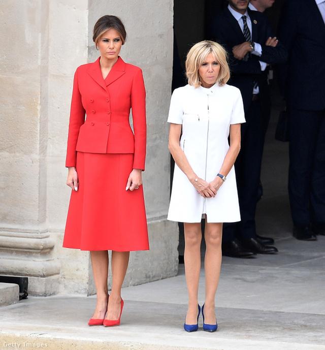 Trumpné visszafogott Diorban, a francia first lady modern fehérben.
