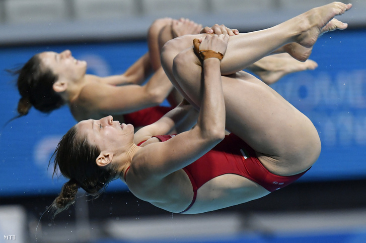 Fazekas-Gondos Flóra és Kormos Villő a 3 méteres női szinkronugrás selejtezőjében