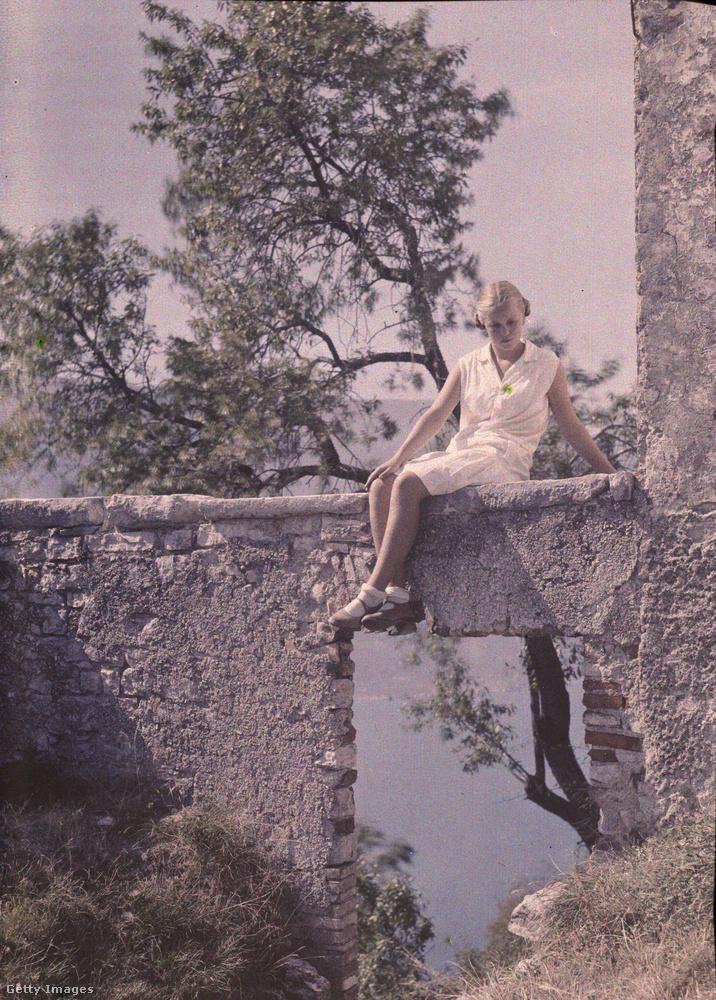 Legkedvesebb témája a természetfotókon túl a családja volt.Itt például Eva a lánya látható, az olaszországi Garda-tónál