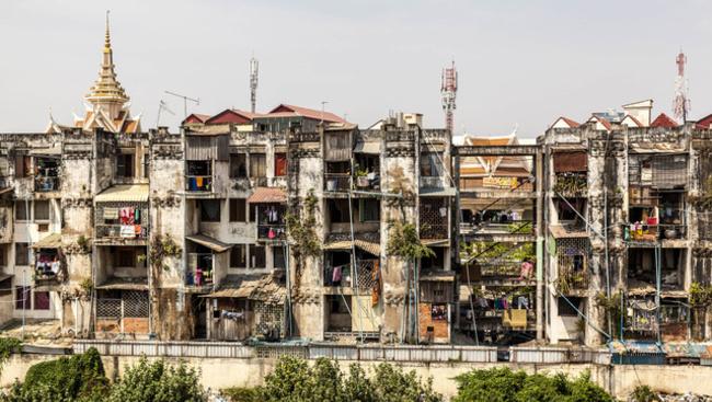Lerombolják Phnompen egyik szimbólumát, a gigantikus Fehér Épületet