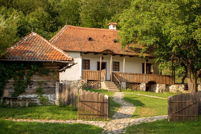 Csodaszép a zalánpataki birtok. Károly herceg minden évben eltölt itt néhány napot, de az év más részein turistáknak is kiadják az ingatlanjait.