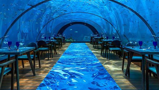 Így fest a világ legnagyobb vízalatti étterme
