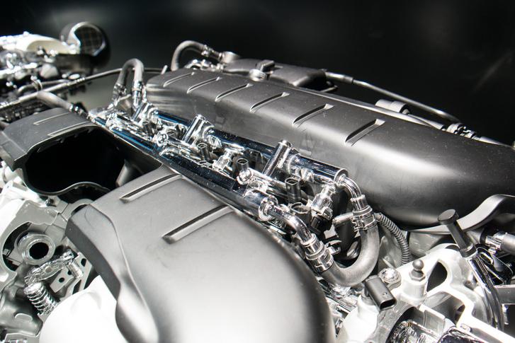 A W12-es motor közvetlen befecskendezéses, de kapott szívócső-befecskendezést is, jó megoldás ez a kokszosodás ellen