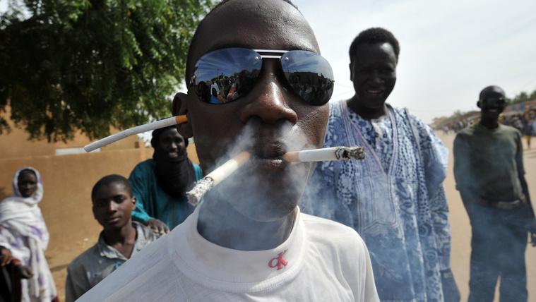 A cigarettagyártók háborút vívnak az afrikai bagósokért