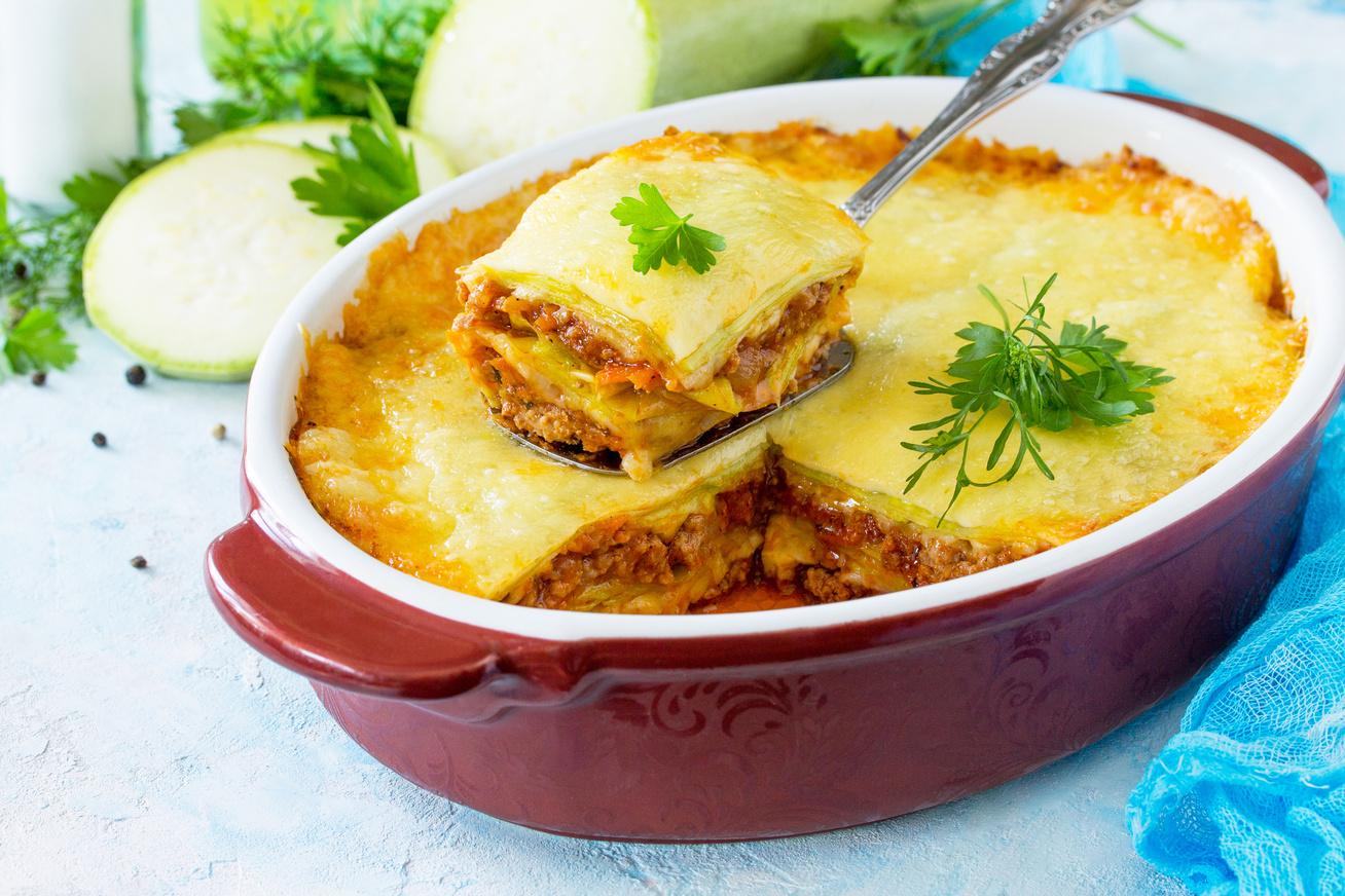 Darált húsos, cukkinis lasagne paradicsomszósszal, dupla adag sajttal