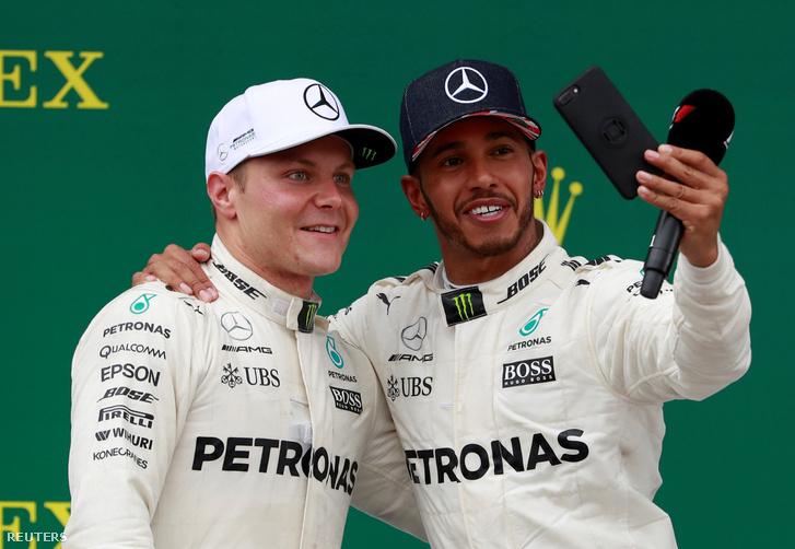 Bottas és a Hamilton vasárnap, Silverstone-ban. A finn hetedik dobogója volt idén