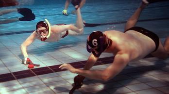 Ólomkorong és taktikázás a medence alján