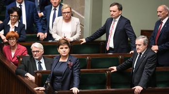 Az uniós atombombával fenyegették meg Lengyelországot
