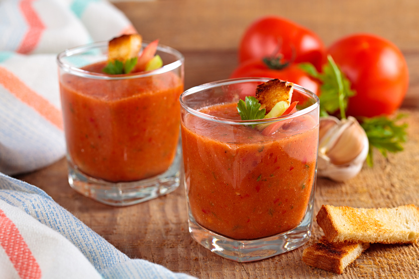 Friss, fűszeres paradicsomleves, amit még főzni sem kell
