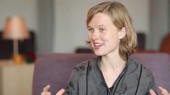Kritikus a női karmesternek: