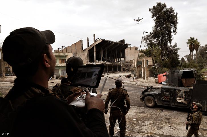 A módszert az ISIS alkalamzta először még tavay októberben, az irakiak később vették át, hogy vissza tudjanak csapni.