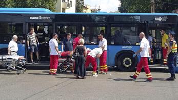 BKK-busz ütközött a Thököly úton, tíz sérült